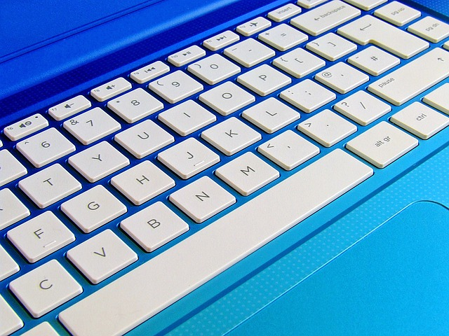 laptop-keyboard-1036970_640